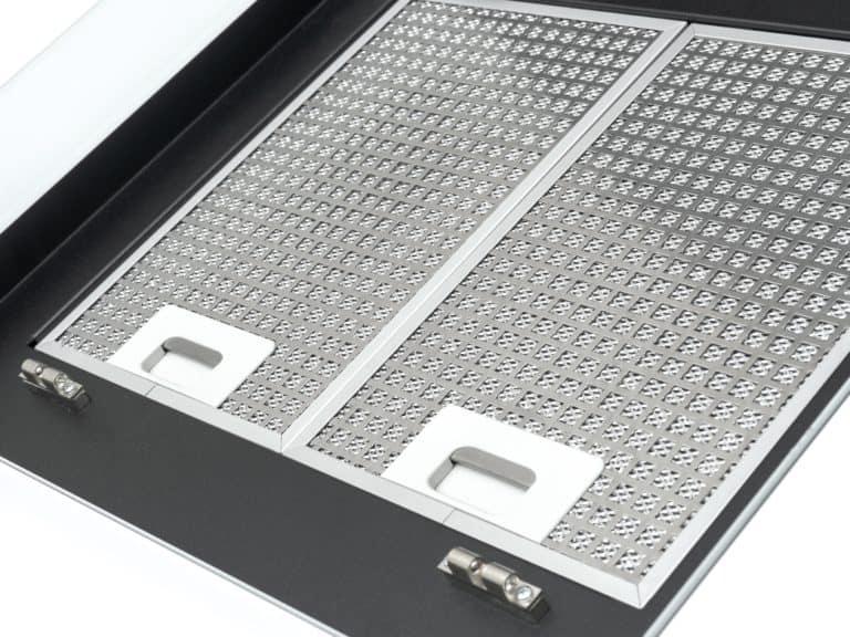 Darstellung mit geöffneter<br /> Randabsaugungsplatte mit Blick auf<br /> die Edelstahl-Metallfettfilter