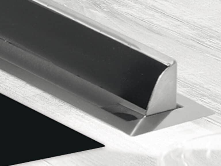 In Betrieb mit geöffneter Verschlussklappe, flächenbündiger Einbaurahmen